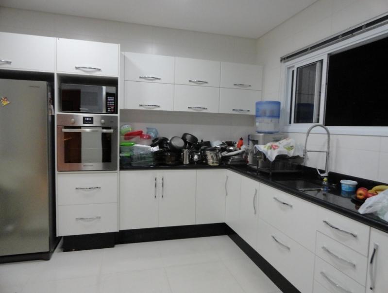 Cozinha Planejada Branca Condomínio Residencial Trivoli - Cozinha Planejada Pequena