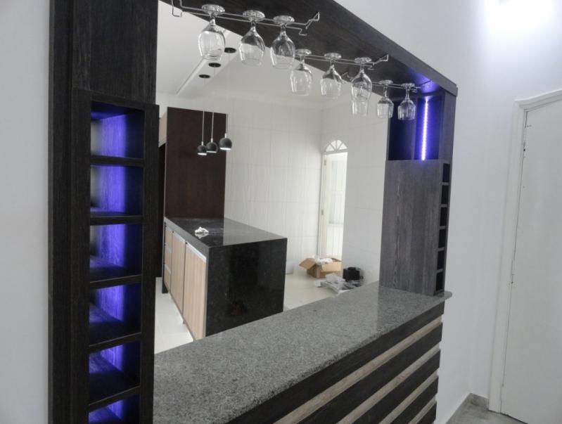 Home Theater Planejado com Cristaleira Preço Horto Florestal - Home Theater Planejado com Espelho