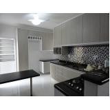 cozinha planejada com bancada Alumínio