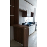 cozinha planejada com ilha Condomínio Residencial Trivoli